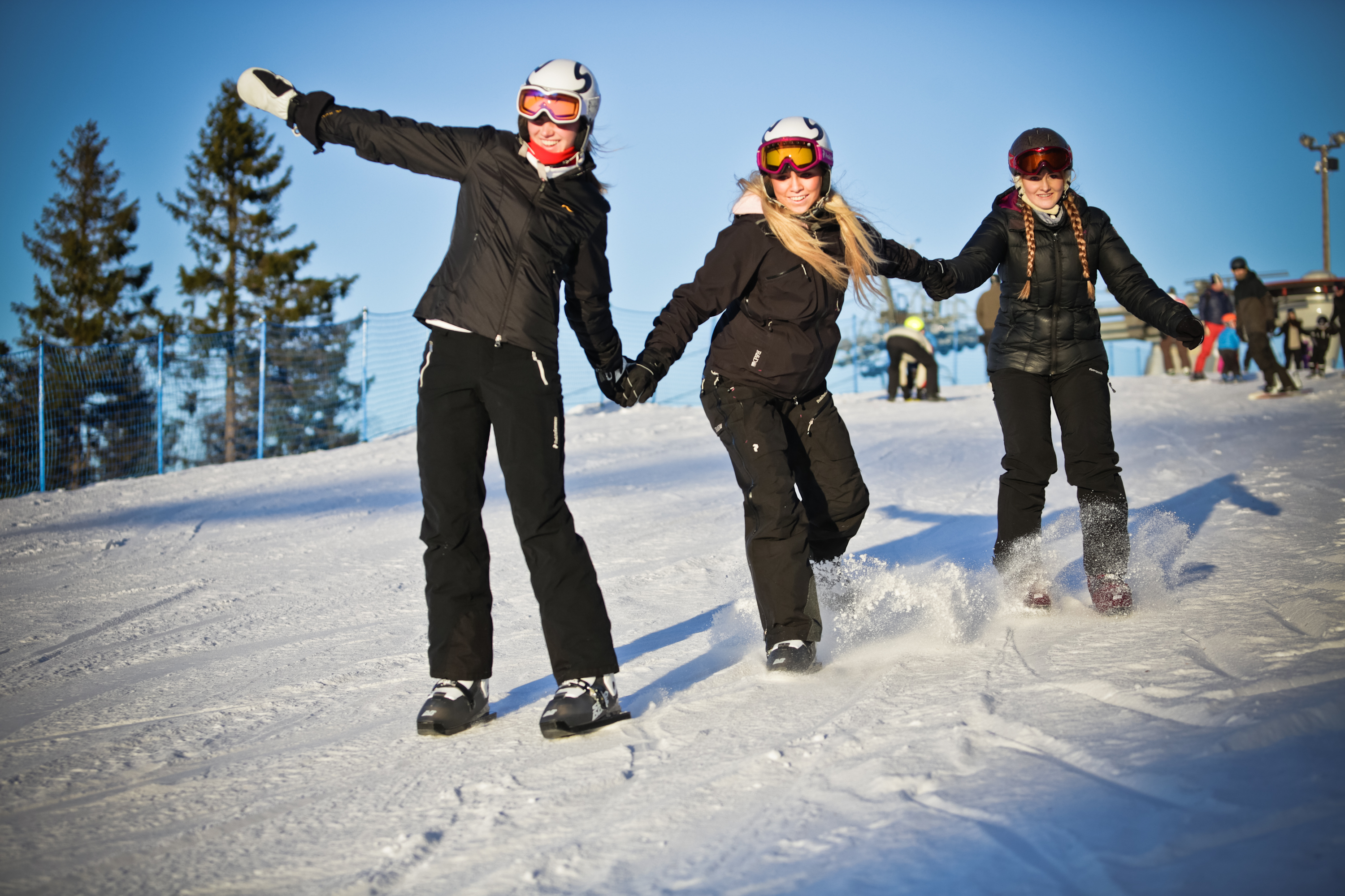 Girls on Snowskates